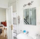 App 4 - Blick vom Badezimmer ins Wohnzimmer