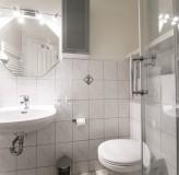 App 2/3 - Badezimmer hinteres Schlafzimmer